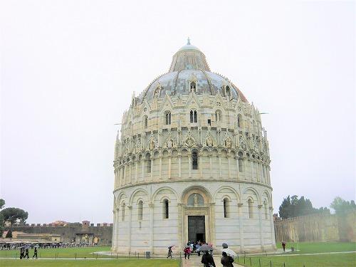 イタリア・ピサにある洗礼堂
