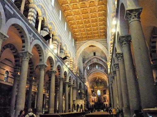 イタリア・ピサにあるドゥオモの内部