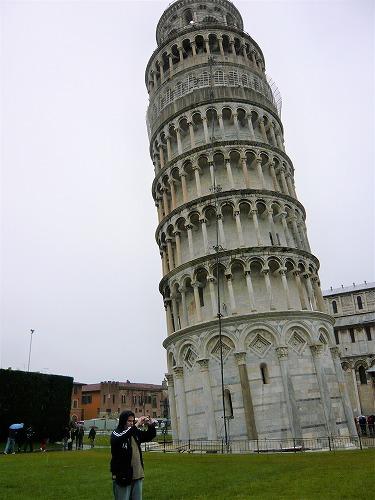 イタリアのピサにあるピサの斜塔
