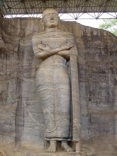 スリランカ・ポロンナルワのガル・ヴィハーラの立像