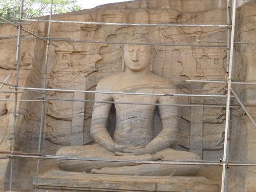 スリランカ・ポロンナルワのガル・ヴィハーラの座像