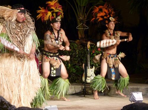グアムのポリネシアン・ディナー&ダンスショーの踊り