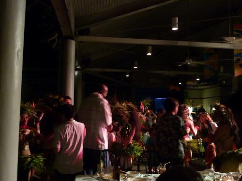 グアムのポリネシアン・ディナー&ダンスショーで観客が参加するショー