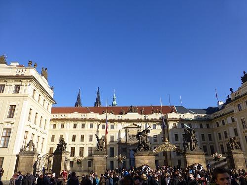チェコ・プラハのプラハ城の正門