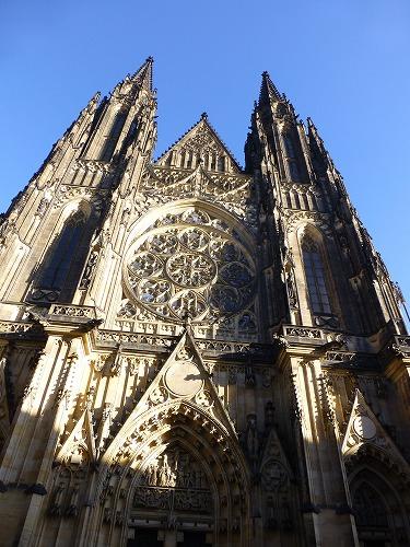 チェコ・プラハのプラハ城内にある聖ヴィート大聖堂のファサード