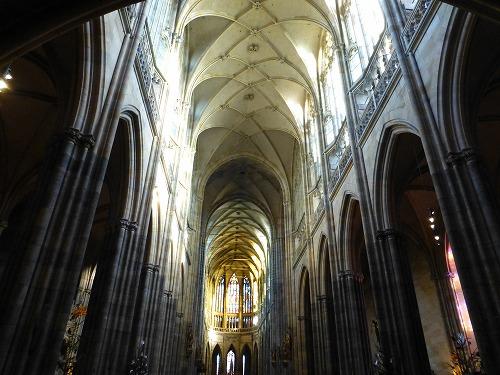 チェコ・プラハのプラハ城内にある聖ヴィート大聖堂内部
