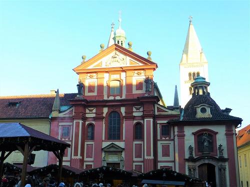 チェコ・プラハのプラハ城内にある聖イジー教会