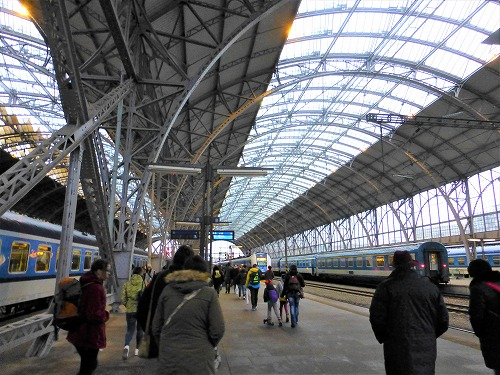 チェコのプラハ中央駅構内