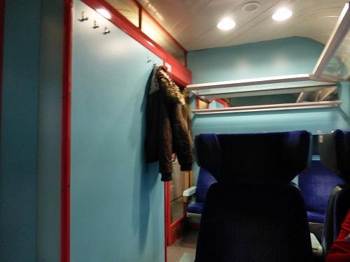 チェコのプラハからクトナー・ホラへ向かう鉄道内部