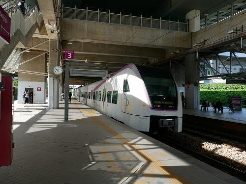 マレーシアのプトラジャヤ&サイバージャヤ駅を通過するKLIAトランジット