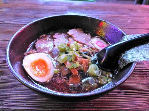 チェコ・プラハのラーメン専門店「Kitchen Ramen bar」で食べた東京醤油ラーメン