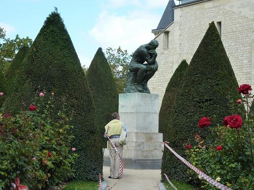 フランス・パリのロダン美術館に展示されている「考える人」