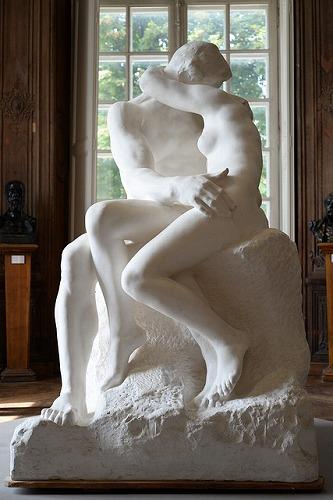 フランス・パリのロダン美術館に展示されている「接吻」