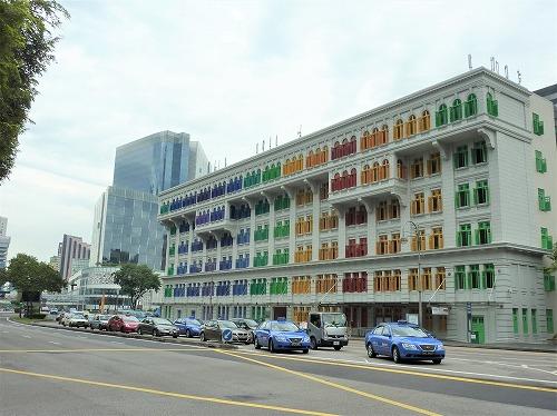 シンガポールのカラフルな建物