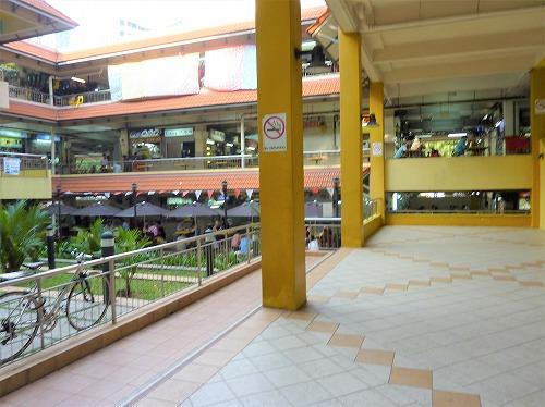 シンガポールのゴールデン・マイル・フード・センター(ホーカーズ)