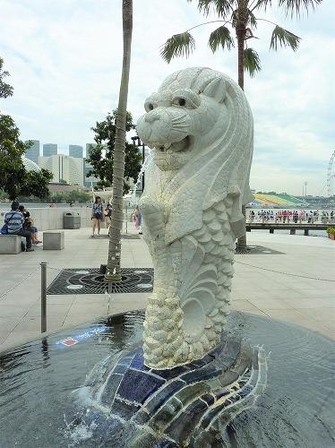 シンガポールのマーライオン公園にある初代マーライオン