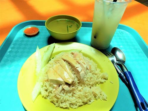 シンガポールの天天海南雞飯のチキンライス