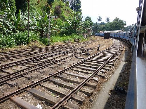 スリランカ・キャンディからコロンボへ向かう鉄道