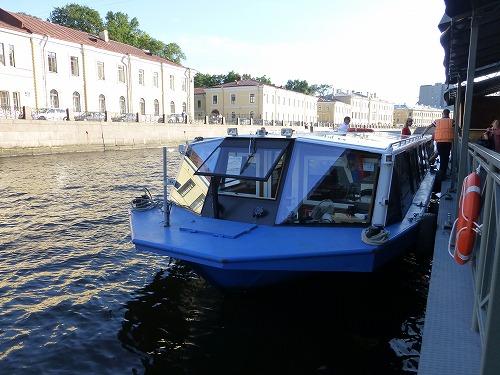 ロシア・サンクトペテルブルクのネヴァ川クルーズ(クルーズ船)