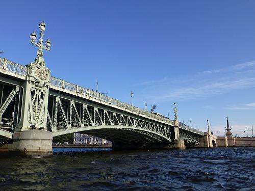 ロシア・サンクトペテルブルクのネヴァ川クルーズ(ネヴァ川に架かる鉄橋)