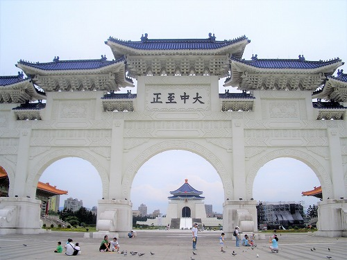 台湾・台北の中正紀念堂の自由広場門(大中至正門の時代)