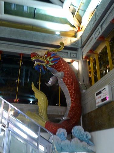 台湾の台北のMRT龍山寺駅のオブジェ