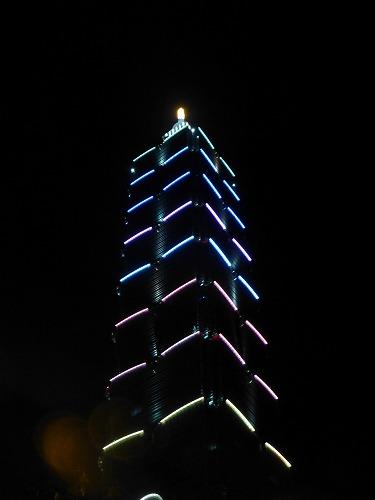 ライトアップされた台湾・台北101