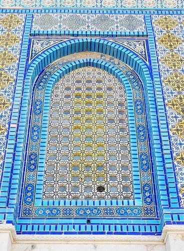 エルサレム(イスラエル)の神殿の丘に建つ岩のドームの窓