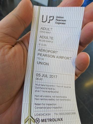 カナダのトロント・ピアソン国際空港から市内へ移動するためのUP Expressのチケット