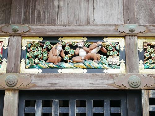 日光東照宮の神厩舎の彫刻(三猿)