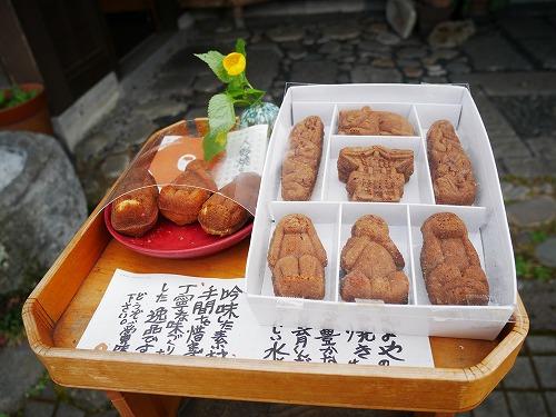 日光東照宮近くの人形焼きの「みしまや」の三猿の人形焼き