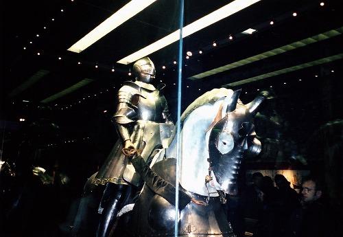 イギリス・ロンドンのロンドン塔のジュエル・ハウスに展示されている鎧
