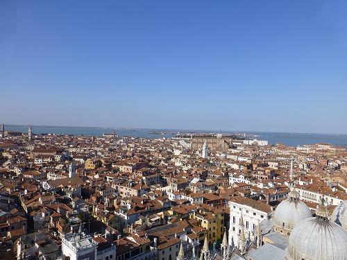 ベネチア(イタリア)のサンマルコ寺院に併設される鐘楼からの眺め