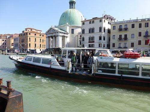 イタリア・ベネチアの水上バス(ヴァポレット)
