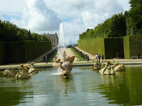 フランス・ベルサイユ宮殿の庭園にある噴水