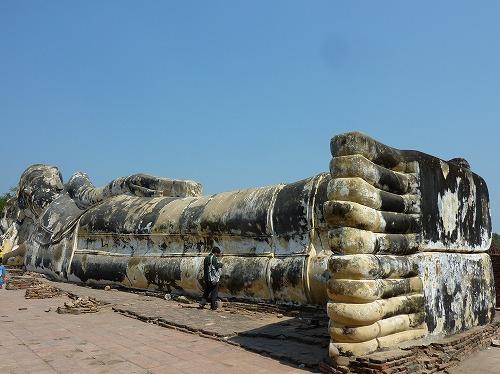 タイ・アユタヤ遺跡のワット・ロカヤ・スタの寝釈迦