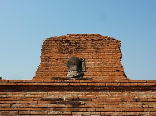 タイ・アユタヤ遺跡のワット・プラ・スィー・サンペットの破壊された仏像