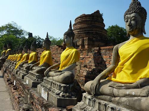 タイ・アユタヤ遺跡のワット・ヤイ・チャイ・モンコンの仏像