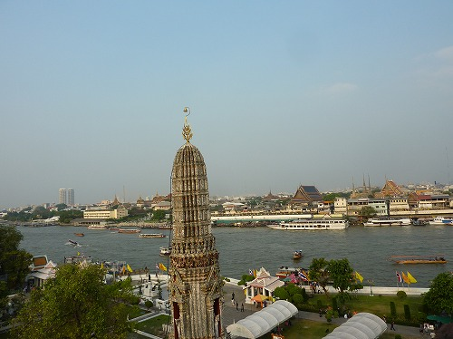 タイ・バンコクのワットアルンの大仏塔からの眺め
