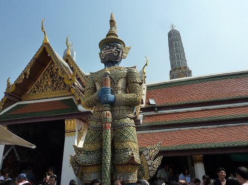 タイ・バンコクのワットプラケオ内部の像