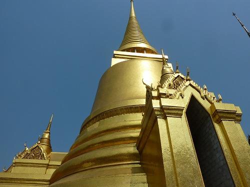 タイ・バンコクのワットプラケオ内部の仏塔
