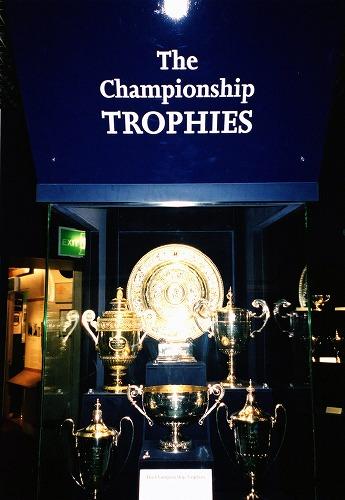 イギリスのウィンブルドン・ローン・テニス博物館の展示物(優勝カップ)