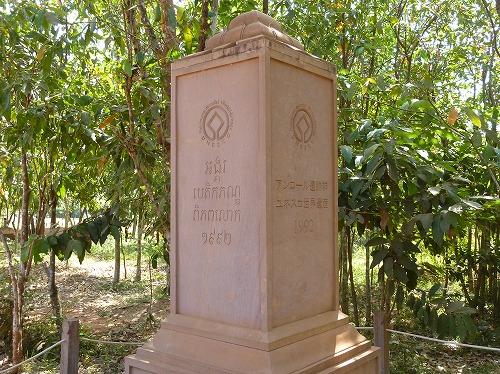 カンボジア・バンテアイスレイの世界遺産の石碑