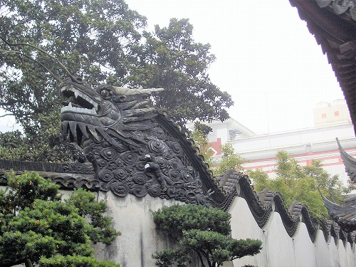 中国・上海の豫園にある龍壁
