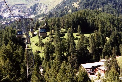 スイスのツェルマットからのロープウェイからの眺め
